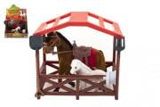 Kůň se sedlem s hříbětem a ohradou