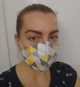 Látková respirační rouška - maska dámská dvouvrstvá s kapsou a drátkem trojúhelníky šedé