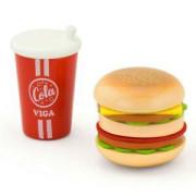 Dřevěný hamburger a nápoj Viga