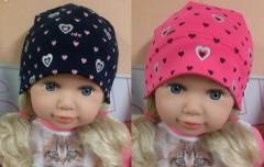 Dívčí čepice s potiskem srdíček