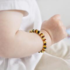 Jantarový náramek pro děti proti bolesti leštěný multicolor