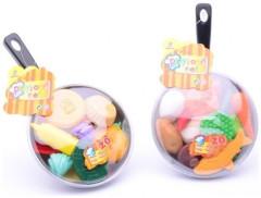 Pánvička s plastovými potravinami