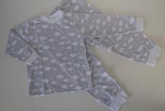 Bavlněné pyžamo šedé obláčky vel. 86