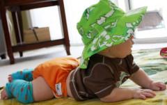 Dětský UV klobouček Baby Banz zelený květ 0 - 2 ROKY AKCE