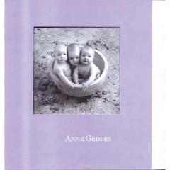 Čtvercové blahopřání Anne Geddes tři miminka v květináči