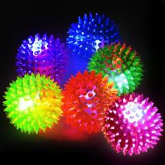 Míček svítící pískací s bodlinkami