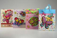 Dárková taška s vystouplým motýlkem a třpytky 18 x 23 cm