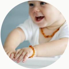 Jantarový náramek pro děti proti bolesti leštěný tmavý med
