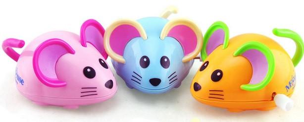 Myška natahovací na kolečkách na klíček