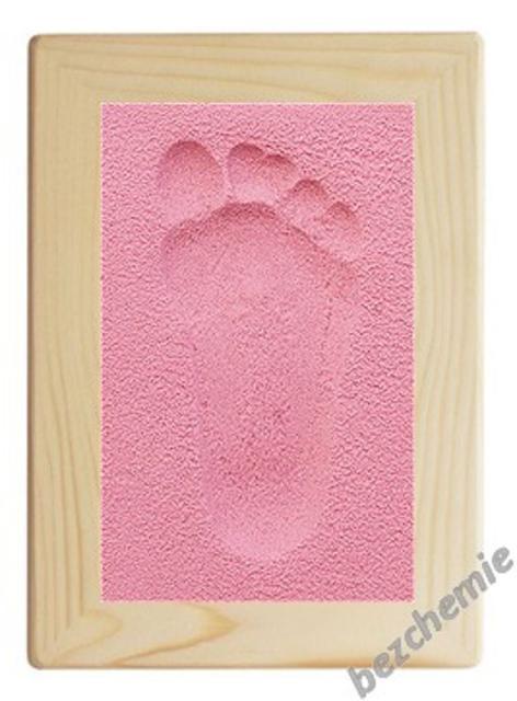 Otisk nožičky v písku s rámečkem růžový