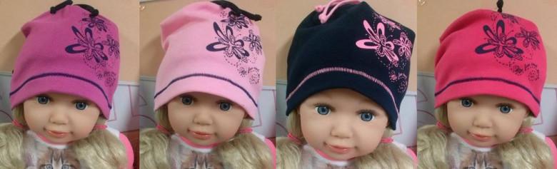 Dívčí čepice s potiskem kytiček 3 - 5 let