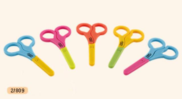 Nůžky s kulatou špičkou a krytem