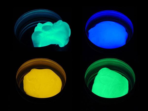 Inteligentní plastelína svítící ve tmě